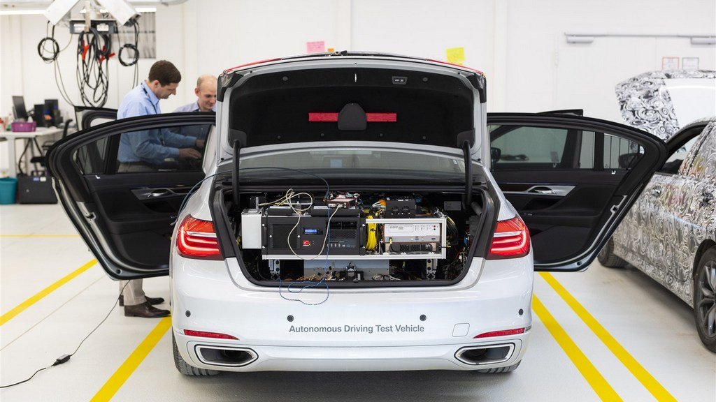 http://reklamirajte.se/wp-content/uploads/2018/04/BMW-autonomna-vožnja-3.jpg