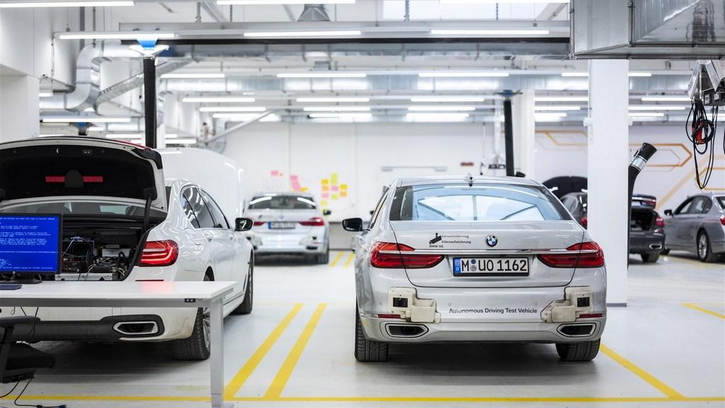 http://reklamirajte.se/wp-content/uploads/2018/04/BMW-autonomna-vožnja-4.jpg