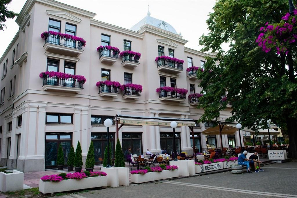 http://reklamirajte.se/wp-content/uploads/2018/04/ZEPTER-HOTEL-VRNJAČKA-BANJA-5.jpg