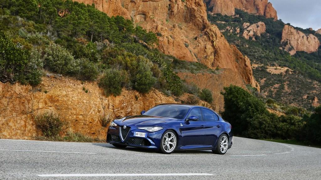 http://reklamirajte.se/wp-content/uploads/2018/06/Alfa-Romeo_Giulia-Quadrifoglio_1.jpg