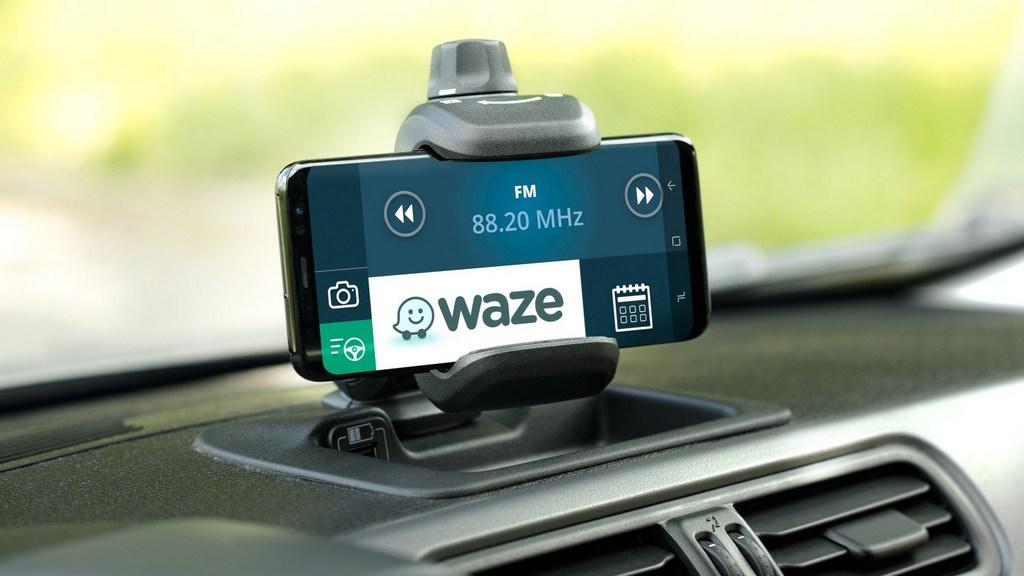 http://reklamirajte.se/wp-content/uploads/2018/06/Fiat-Panda-Waze-3.jpg