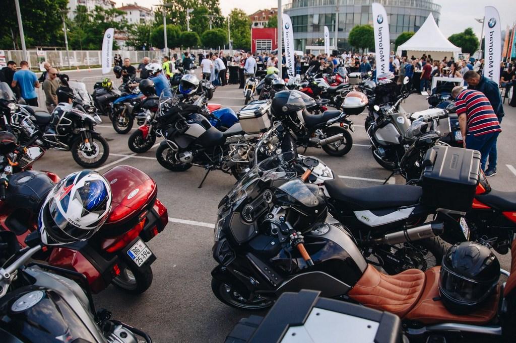https://reklamirajte.se/wp-content/uploads/2018/05/BMW-Motorrad-3.jpg