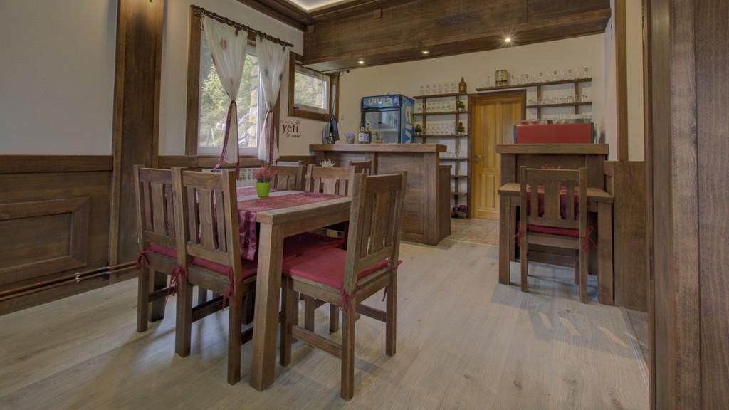 https://reklamirajte.se/wp-content/uploads/2018/11/Guesthouse-Yeti-restoran-1.jpg