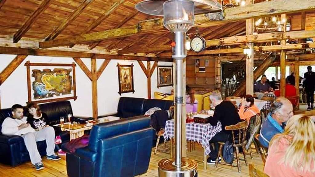 Apartmani Zlatibor-Etno selo Zlatiborska jezera-restoran 5